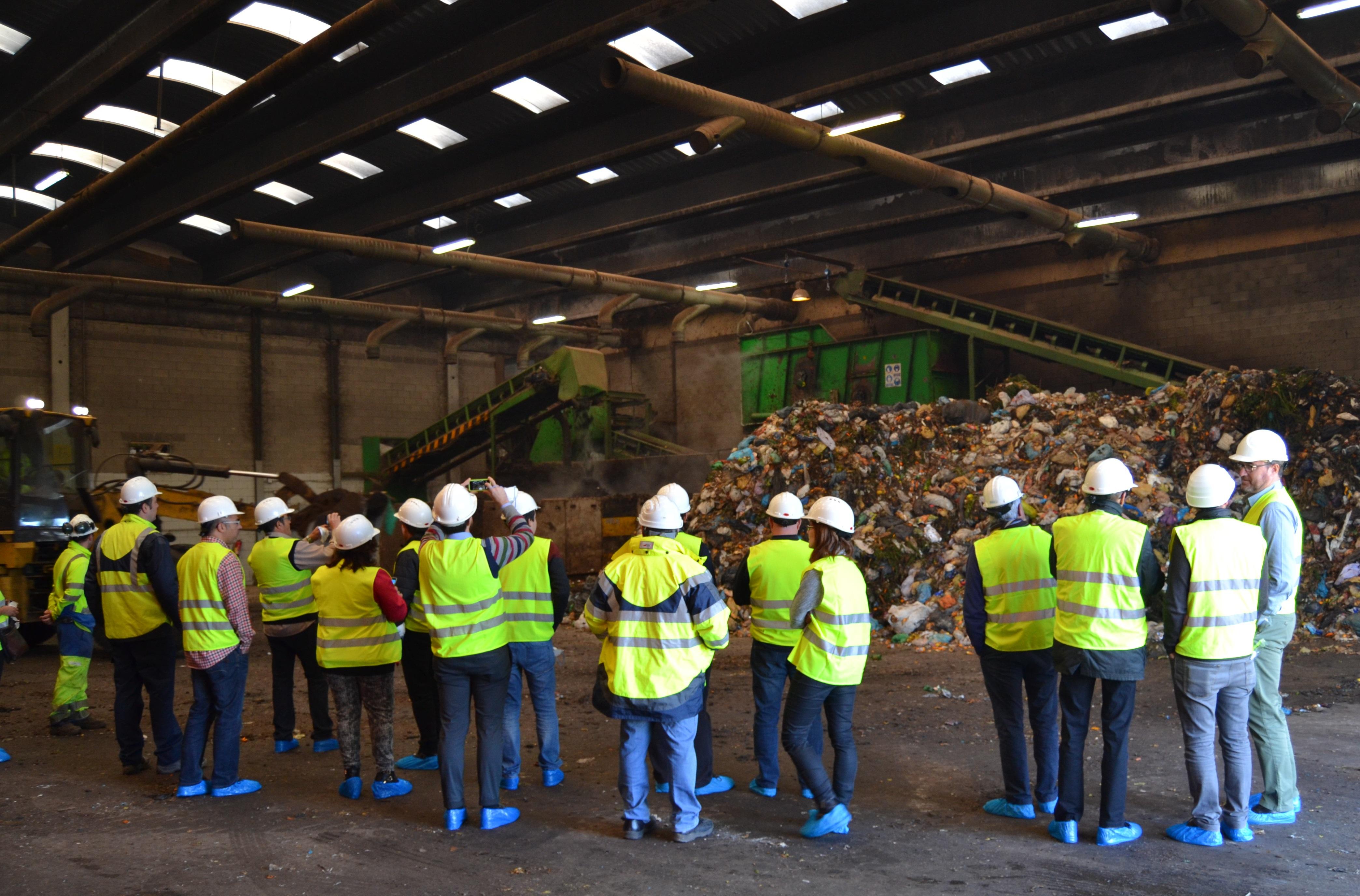 Representants municipals visiten les instal·lacions de tractament de residus de la comarca